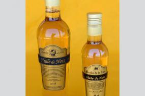 Photo représentant les bouteilles d'huile de noix