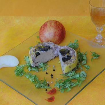 Photo représentant une assiette de paté d'oie truffé