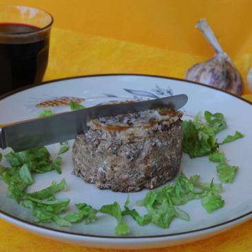 Photo représentant une assiette de paté de campagne
